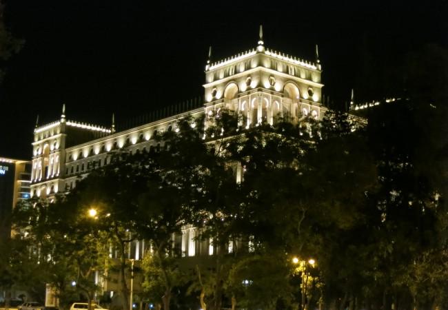 Ensimmäinen kymmenminuuttinen Bakussa