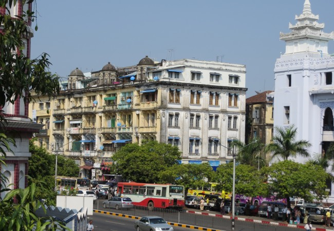 Avoimin mielin Yangoniin