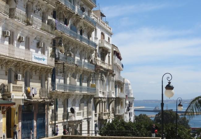 Ensikosketus Algeriin