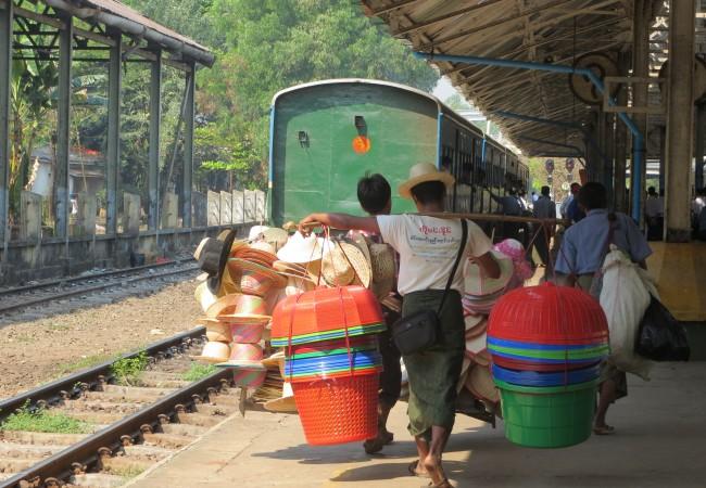 Kolme tuntia live-dokumenttia – rengaslinjalla Yangonin ympäri
