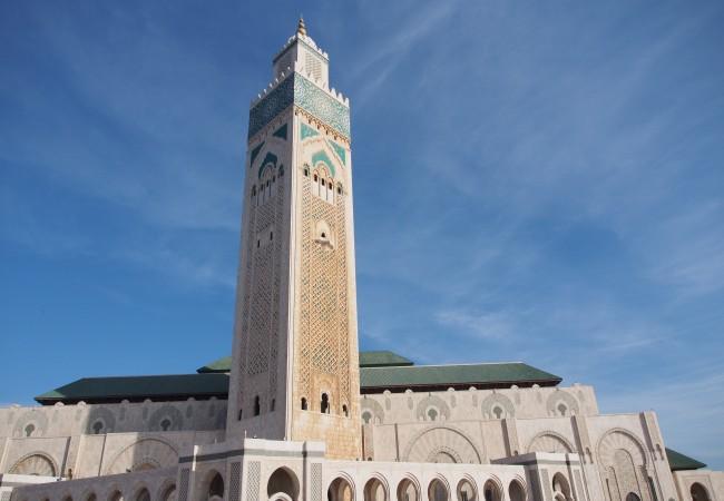 Maailman korkeimman minareetin juurella