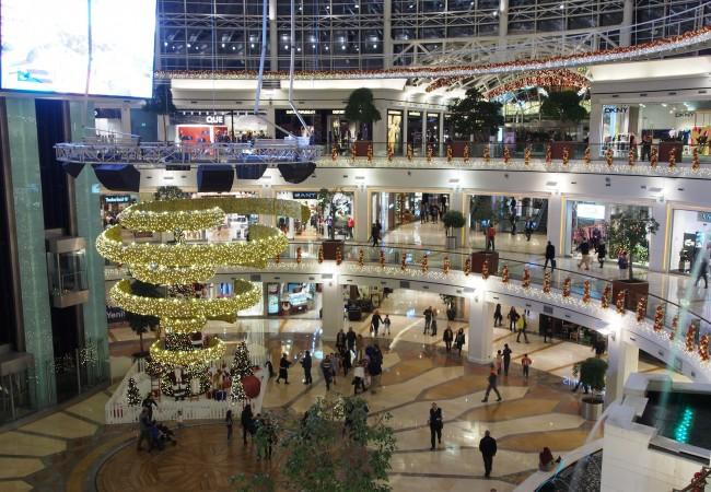 Sosieteetin kanssa shoppailemassa Istanbulin tyylikkäimmällä ostarilla