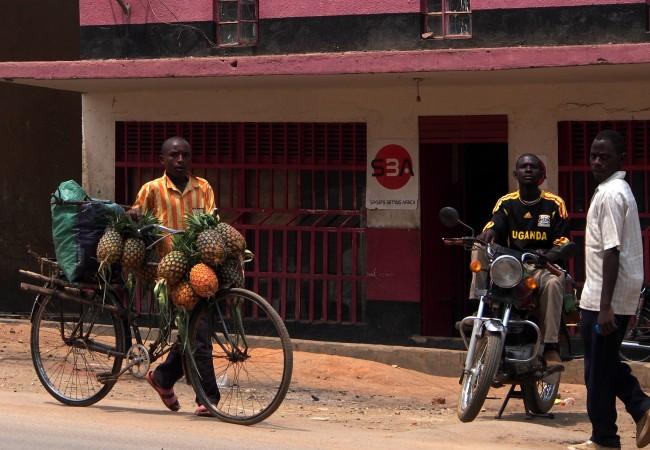 Kaupunkia ja maaseutua – autolla halki Ugandaa