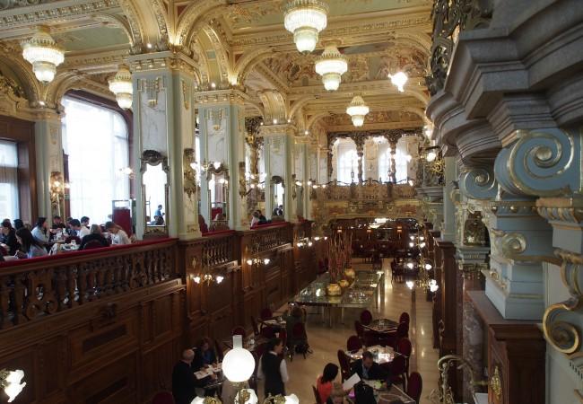 Historiallinen kahvila ja kaupunki – aamupäivä Budapestissa