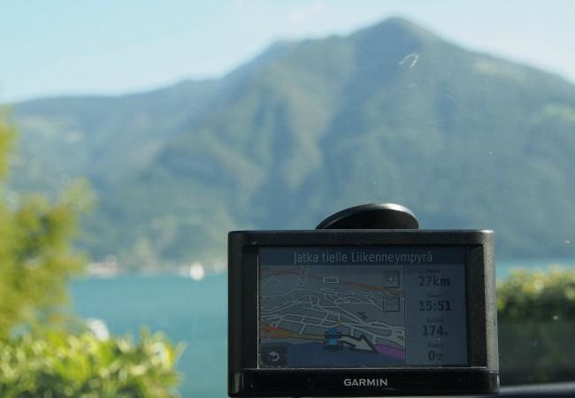 Lago d'Iseon ympäri. Autolla kuvankauniissa Lombardiassa.