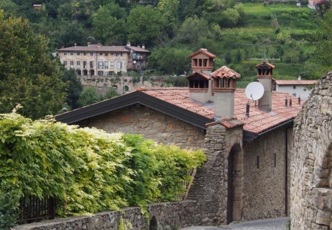 Bergamon turistimassoja paossa