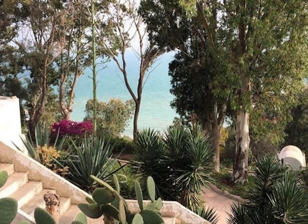 Naisena yksin Tunisiassa