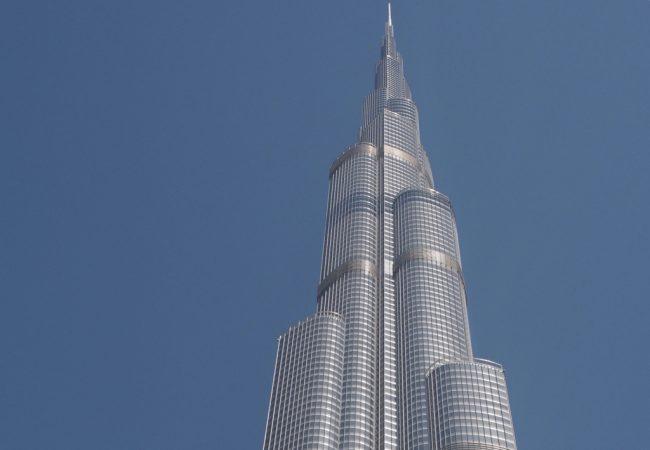 Burj Khalifa ja järjettömän kokoinen ostari The Dubai Mall