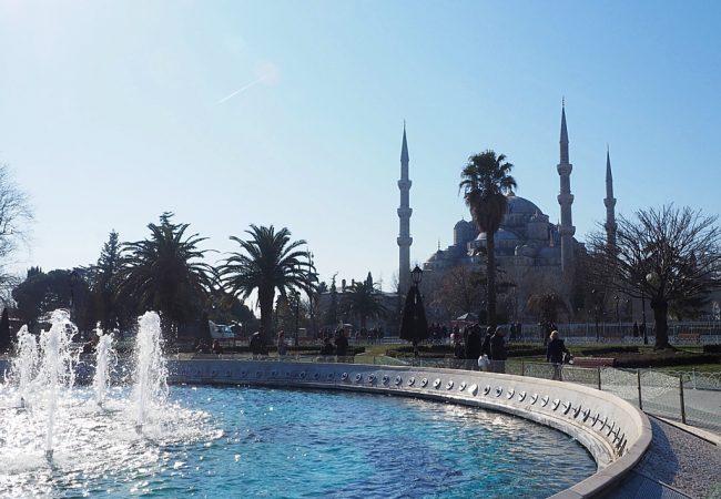 Mitä Istanbul on? Ainakin moskeijoita ja pitsipöksyjä