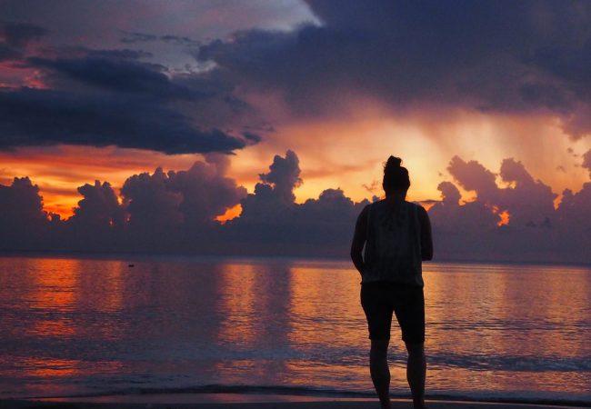 Aurinko laskee selkäsi taa. Borneon kauneimmat auringonlaskut
