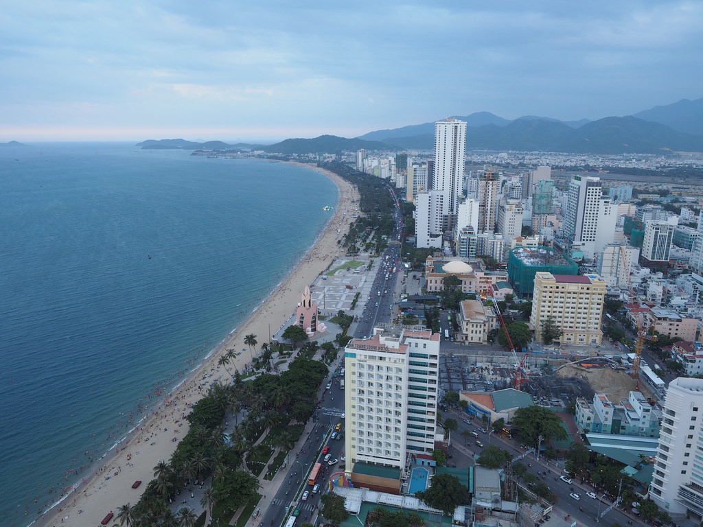 Vietnamin rantasuosikki Nha Trang ikkunasta katsottuna