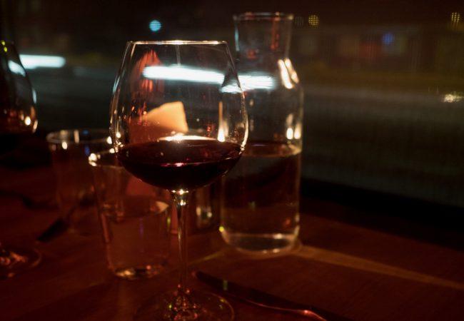 Marraskuun treffivinkki: Bistro Sinne ja ihan pimeä illallinen