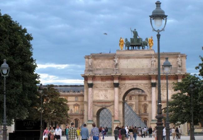 Melkein yksin matkalla, osa Pariisi