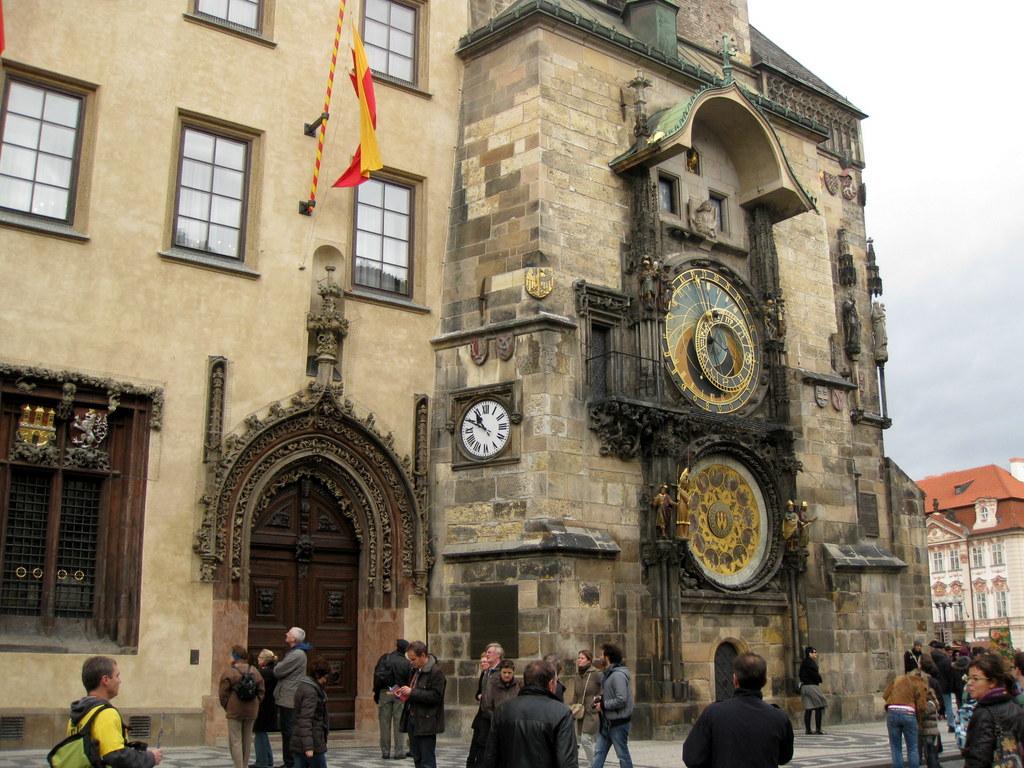 Yksin matkalla, osa marraskuinen Praha