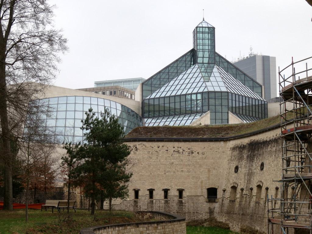 Kirchberg Luxemburgissa: MUDAM (Kalpene Kiasma!) ja käsittämättömän rumat EU-korttelit