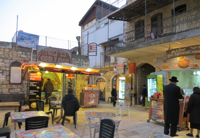 Nasaretissa, Gennesaretinjärvellä, Tiberiaassa ja kaupungissa, jossa naiset eivät käytä housuja