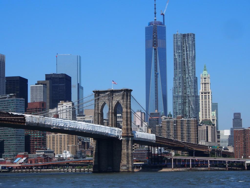 Sillalla ja sen alla – Brooklyn Bridge