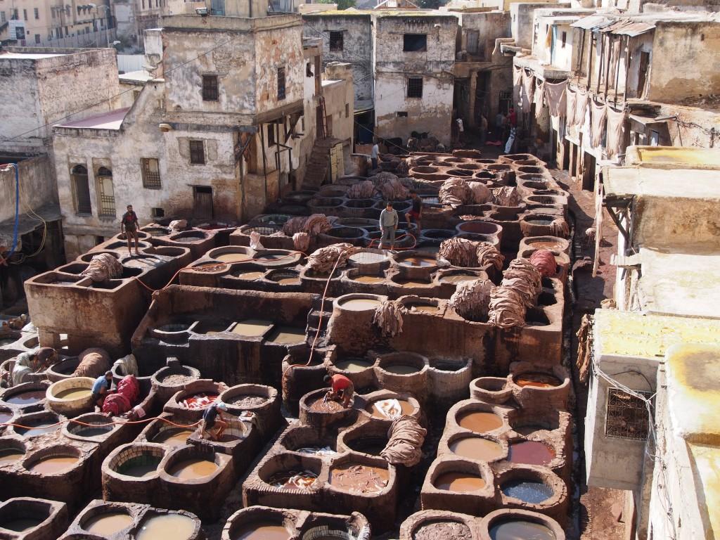 Värejä, hajuja ja elämää Fesin medinassa