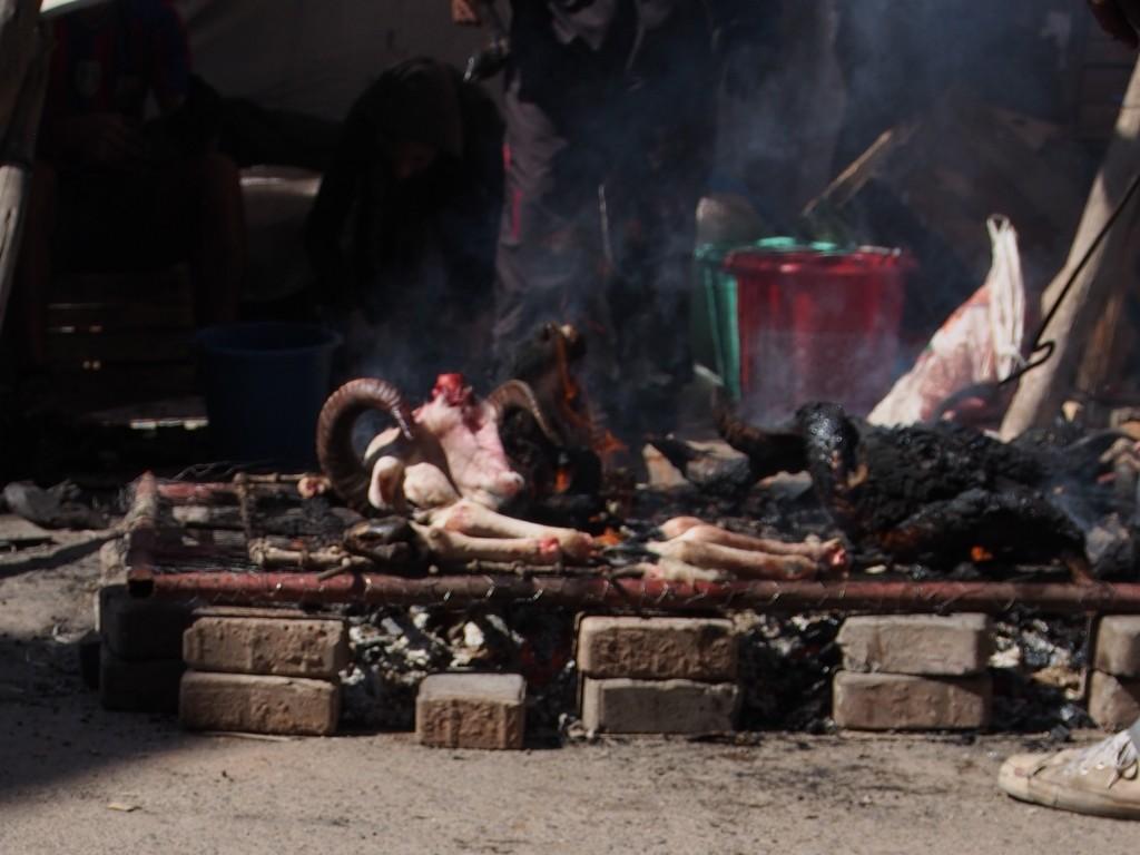 Grillatuista lampaanpäistä (Eid al-Adhan viettoa Marrakeshissa)