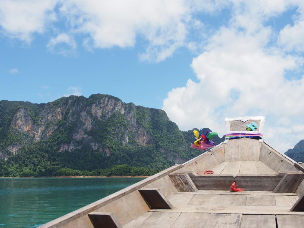 Teltasta markkinoille ja veneilemään – 2. päivä Elephant Hillsissä