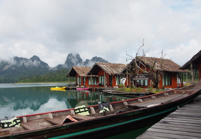 Kaksi yötä kaukana kaikesta – kelluvassa bungalowissa Khao Sokin kansallispuistossa