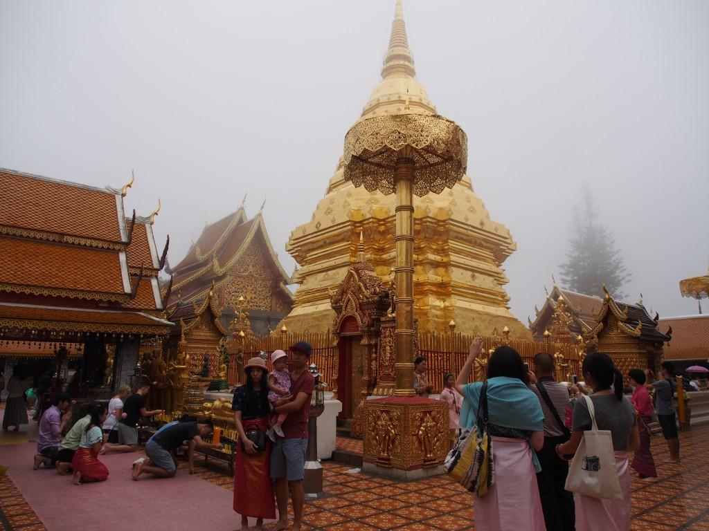 Chiang Mai, 2. päivä – pyhää, modernia ja eläimellistä