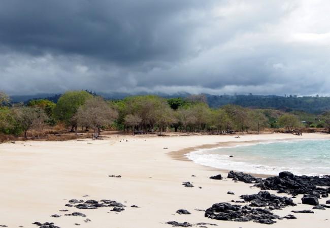 Atlantin aaltoja ja autioita hiekkarantoja São Toméssa