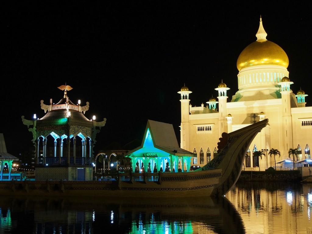 Maa, jossa hyttysmyrkkykin tuoksuu appelsiinilta. Erikoinen Brunei.