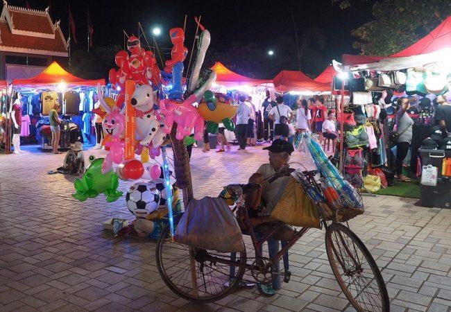 Vientiane herää illalla