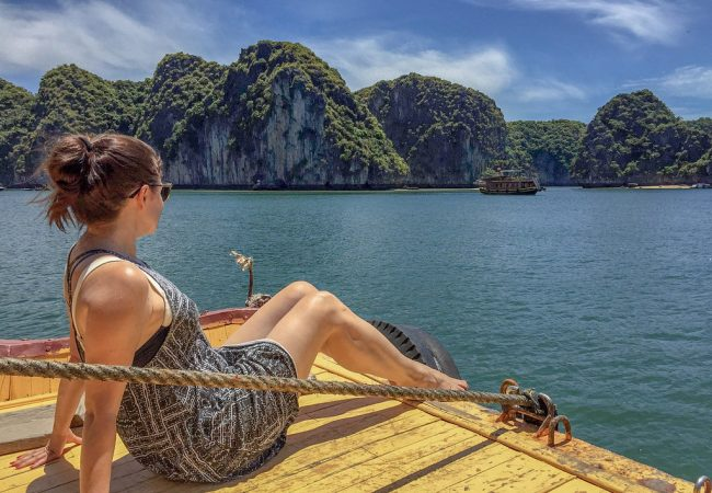 Halong Bay halvalla, kun tukikohtana Cat Ba Island