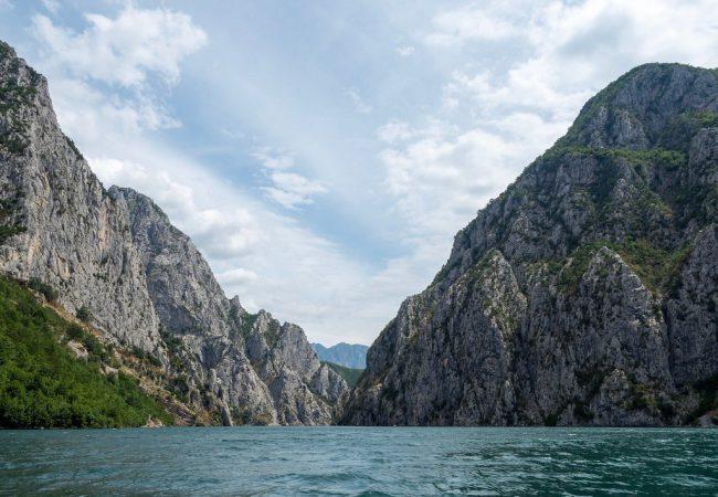 Komani lake oli ensikosketukseni albanialaiseen luontoon