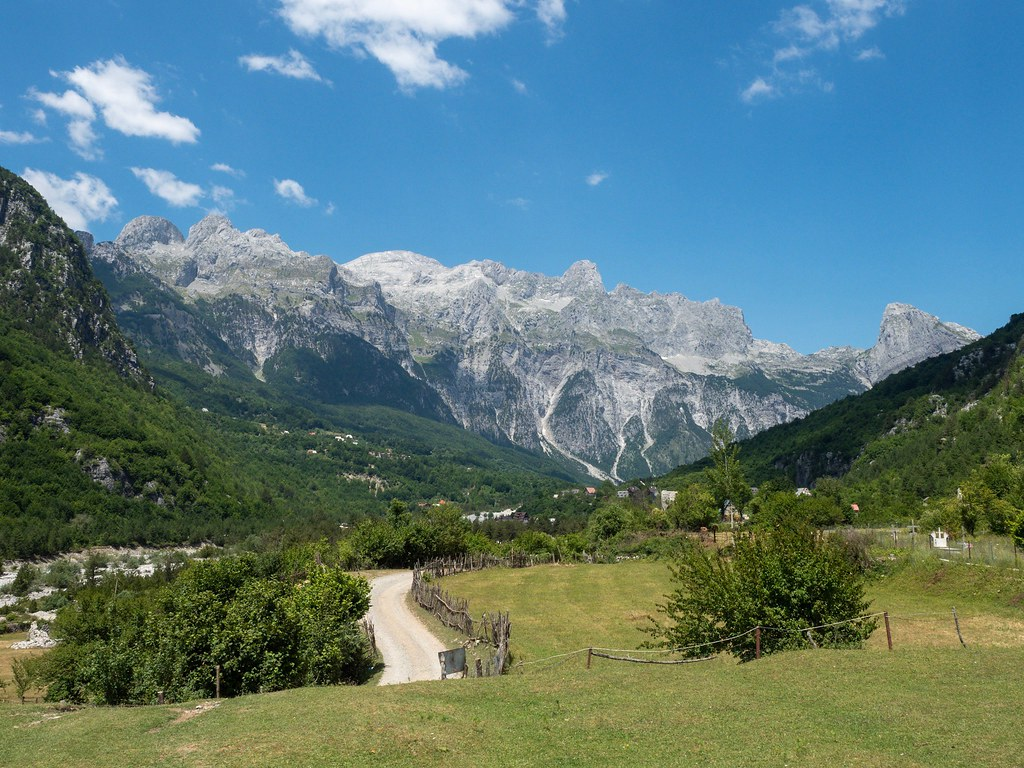 Theth (Albania) antoi vuoret ja rauhan